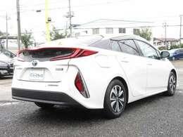 燃費や性能だけでは無く、外装のデザインも特徴的で凄くカッコいいデザインになっているお車になります。