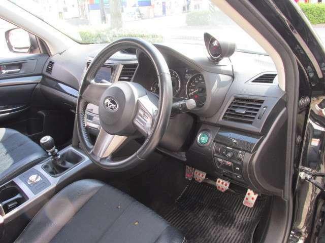 スマートキー&プッシュスタート、クルーズコントロール、オートライトなど贅沢な装備が満載のGTSパッケージです