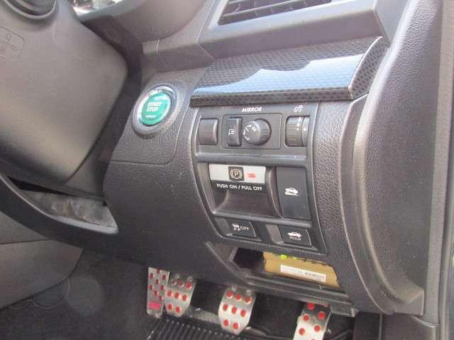 電子式サイドブレーキや坂道発進制御装置も備えております