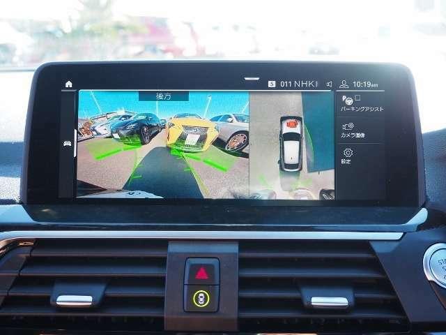 3Dビュー・カメラ車両周辺を3Dで表示しながら、確認したいアングルのクルマ周辺の状況を表示することができます。