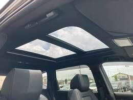 ◆電動パノラミックサンルーフ【開放感溢れる電動パノラミックサンルーフが装備されております!!車内には爽やかな風や太陽の穏やかな光が差し込みます。】