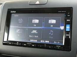 ナビゲーションはギャザズメモリーナビ(VXM-185VFi)を装着しております。AM、FM、CD、DVD再生、Bluetooth、音楽録音再生、フルセグTVがご使用いただけます。初めて訪れた場所でも道に迷わず安心ですね!