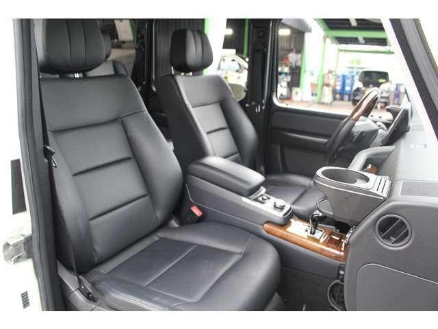 ■前席はシートヒーターを装備しております!■黒本革シートも綺麗に保たれております!■