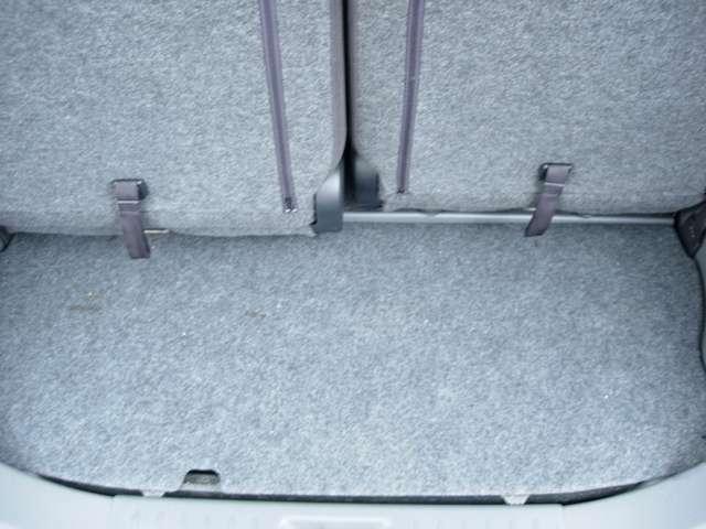 後部座席を倒せば荷物たくさん積めます、
