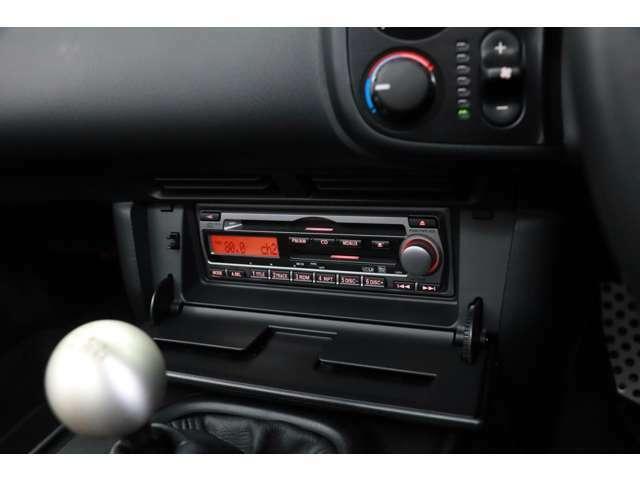 10年以上前のお車ですが、車内の気になる匂いや外装面目立つ傷やアルミホイールのガリ傷も無く、査定評価は高得点の4.5です!