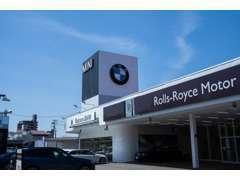 BMWであれば、現行モデルから先代モデルまで幅広くカタログを用意しております。