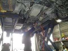 納車前に工場にて点検整備を行いお客様にお車をお渡し致します。ご購入後のカーライフも当社にお任せ下さい。