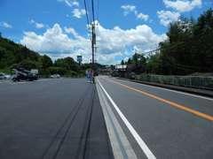 この写真から左手に大きな駐車場が完備されているファミリーマート野津店があり野津コルトはその真横です!!