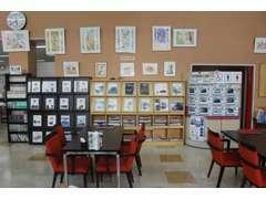 店内の壁には、森田裕子さんの童画を飾っております。