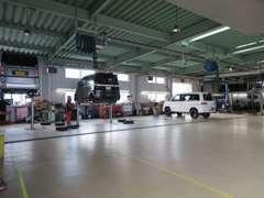 サービス工場も充実しております!お乗りの際の気になる所や、お車に関する疑問にもお応え致します。