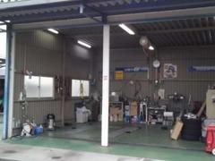 もちろんサービス工場を完備しております。ご購入後の点検・修理・車検、何でも当店にお任せ下さい。