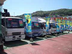 展示場にはトラック&バスを多数展示中!