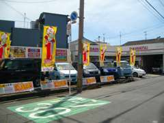 国道197号線(花津留バス停前)に本店があります。住所は大分市東津留2丁目9番22号