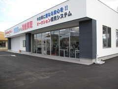 工場併設の展示場のほかに戸次店、本社工場、第三モータープールにも在庫がございます。