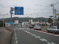そのまま進むと交差点を左折、可部、広島市内方面へ約4KM!