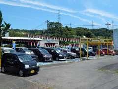 軽自動車から普通車や輸入車まで幅広いお買い得車を展示中!!