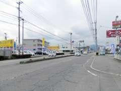 下郡方面からですと広瀬橋東交差点手前左側に当店がございます!!