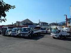 作業用の特殊車両やバン・商用車・バスなどを取り扱っています。当店の在庫をじっくりご覧になって下さい♪