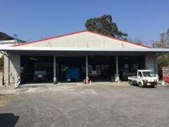 自社工場を完備しておりますので塗装や鈑金、修理、車検等もお任せ下さい。