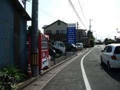 【当店の行き方2佐世保方面】竹松駅を目指して来られると竹松駅交差点の次の信号が原口町交差点になります。原口町交差点を右折