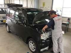 中古車再生工場です。ココから県内全域に展示車を送り出しております。こちらでも販売はしております♪