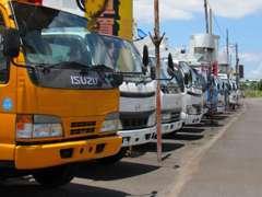 高所作業車・大型ダンプ・大型バス・大型トラック・小型バス・小型トラック・クレーン車・建設機械など様々な車両を展示中!!