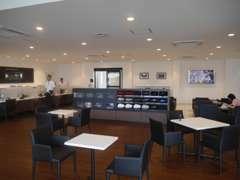 車点検、修理等の待合室もソファ、大型テレビ等が設置されており、くつろげる空間。