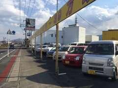 当店展示場!軽自動車~輸入車まで幅広いラインナップ!