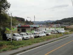 バイパス沿いに展示場があるので、福島市方面、川俣方面からも、どちらからでも一目で車両がご覧になれます!
