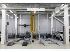 各ディーラー提携整備工場にて納車前点検を行っております。