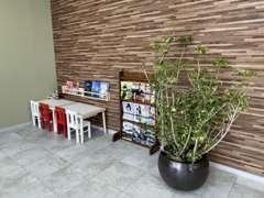 ★当店と同じ豊明市内に自社整備工場も完備しております。車検整備や板金修理、カー用品取付もおまかせください!