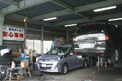 点検・車検、一般整備など熟練のスタッフが丁寧な作業でお客様の安全をお守りします。