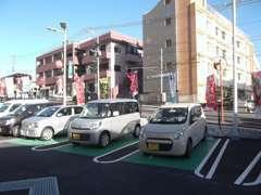 駐車スペースも多数ありますのでお気軽にご来店ください!
