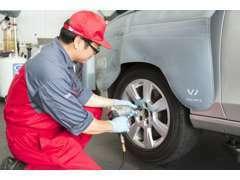 お客様の大切な車両の整備は安心して私達にお任せください。