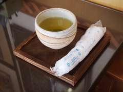 おいしいお茶とおしぼりを用意してお待ちしております☆