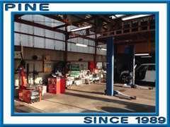 サービス工場をリニューアル!従来の修理やオイル交換等はもちろん、新型タイヤチェンジャーの導入でタイヤ関係の作業もOK!