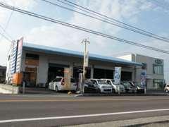 善通寺市木徳町の本店です。H25年で11周年を迎えました。皆様のお越しをお待ちしております。