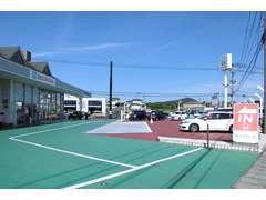 広大な駐車場。
