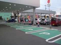 駐車場もたくさんありますので、お気軽にお越しください!