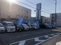 50万円以下の車を常時20台ほど展示しております。