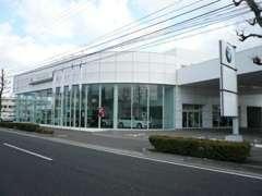 西日本最大級の新車ショールームも隣接