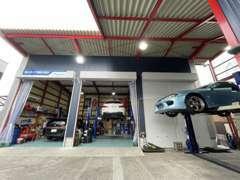 自社整備工場完備!!安心車検のお店です!熟練のスタッフがしっかりと整備しています!!