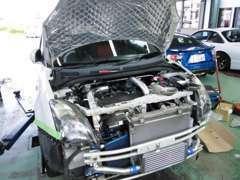 公認改造車製作、タービン取り付け、車高調,、エアロ加工、マフラー、ナビ、オーディオー取り付けもOK!無料代車も用意してます!