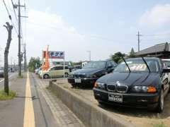 コンパクトカー以外でも、輸入車(特にBMW)もございます。BMW好きの方、是非ご来店ください!
