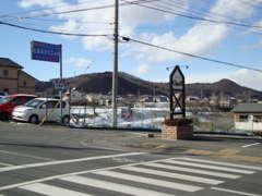 金井国町交差点を曲がり南西へ。こちらの交差点を入り、そのまま直進して頂くと当店がございます。ご来店お待ちしております。