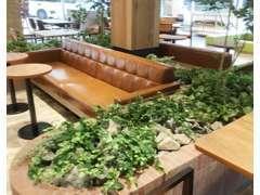 1階はカフェのようなリラックス空間♪お気軽にご来店ください。