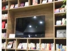 2階のこちらの棚一面なんと・・・全てHondaの関連書籍です。気になる本をごゆっくりご覧ください。