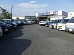 当店はお買い求め易い軽自動車中心に展示しております。県内・県外問わず販売実績がありますので、お気軽にお問い合わせ下さい★