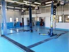 新車拠点に整備工場完備。納車前点検整備を行いお渡し致します。