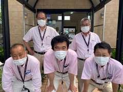 スタッフ全員マスクの着用、手洗い、消毒、健康管理を徹底しております。※マスクの下は笑顔です